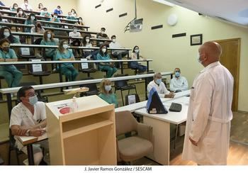 El Hospital de Guadalajara recibe a 26 alumnos de sexto de Medicina que se incorporan para la formación práctica del final de sus estudios universitarios