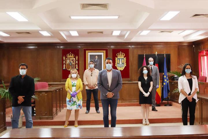 UN APLAUSO : El Equipo de Gobierno del Ayuntamiento de Azuqueca propone la CONGELACIÓN salarial para los sueldos políticos y la ELIMINACIÓN de aportaciones a los grupos políticos