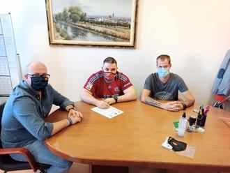 El Ayuntamiento de Yunquera de Henares firma sendos convenios con los clubes deportivos PLG Yunquera y Los Barrileros FS