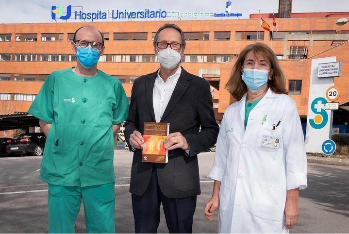 Un endocrinólogo del Hospital de Guadalajara, director de un libro que aborda la endocrinología clínica del envejecimiento