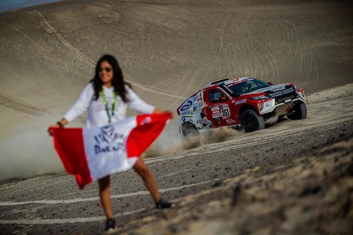 Cristina Gutiérrez remonta 45 posiciones en la primera especial larga del Dakar