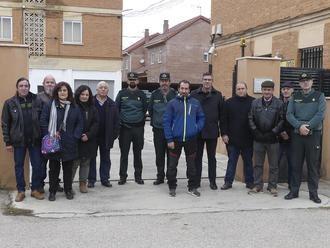 El subdelegado del Gobierno visita el cuartel de Molina de Aragón con alcaldes y concejales de la demarcación