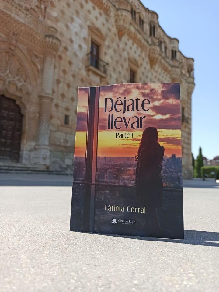 """La escritora de novela romántica de Guadalajara publica """"Déjate Llevar"""""""