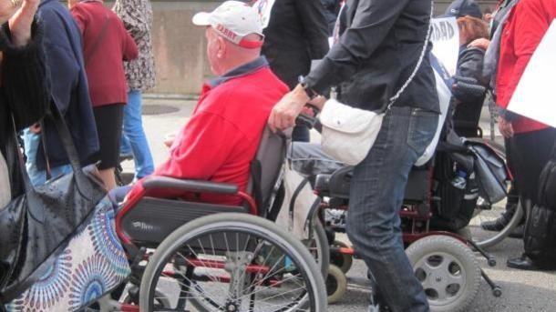 UNA VERGÜENZA : 1.116 ciudadanos de Castilla La Mancha murieron (entre enero y junio de este año) en una LISTA DE ESPERA de Dependencia SIN acceder a las ayudas