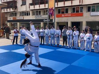 El deporte femenino se exhibe en plazas y parques de Guadalajara por el #8M