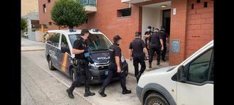 La Policía Nacional desaloja seis viviendas ocupadas ilegalmente en la calle Cuba de Guadalajara