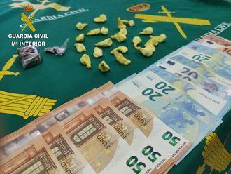 La Guardia Civil detiene a una persona en Torija con 23 gramos de cocaína y 28 de hachís