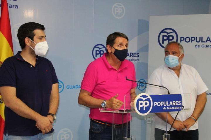 """El PP denuncia que el PSOE quiere trasladar """"un problema interno de su partido"""" a la ciudad y al Ayuntamiento de Guadalajara"""