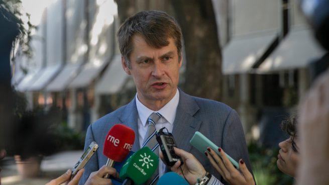 """El embajador de Reino Unido Hugh Elliot se lo deja bien claro a la ministra Maroto: """"Hoy por hoy"""" la cuarentena rige para TODA España"""