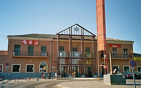 Este lunes comienzan las obras de mejora del firme en la rotonda de la estación de Renfe de Guadalajara