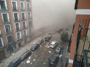 Una enorme EXPLOSIÓN destroza un edificio en el centro de Madrid, al menos tres muertos y un desaparecido
