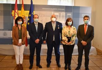 El Ayuntamiento de Guadalajara felicita a Vicente Plaza por la concesión de la Cruz de la Orden del Mérito Civil a su trayectoria