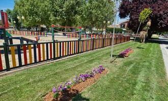 «Mayo florido» en parterres, jardines y rotondas de Cabanillas