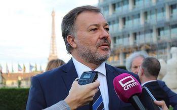"""El PP de Cuenca critica que el Ayuntamiento gaste """"2.000 euros en un viaje para hacerse una foto con la Torre Eiffel de fondo"""""""