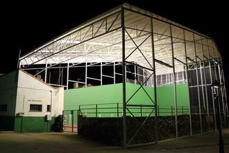 El Ayuntamiento de Fuentenovilla instala iluminación nocturna en todo el complejo deportivo