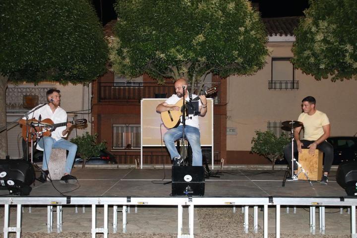 Fuentenovilla da comienzo a su programación cultural de verano con un concierto de rumbas