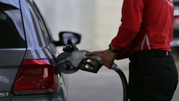 La gasolina sube un 0,77%, el diésel un 1,47% y ambos marcan MÁXIMOS desde el 2014