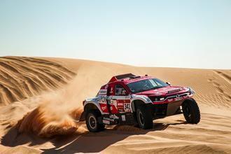 El equipo SsangYong, consternado por la pérdida de Paulo Gonçalves, completa la séptima etapa del Dakar