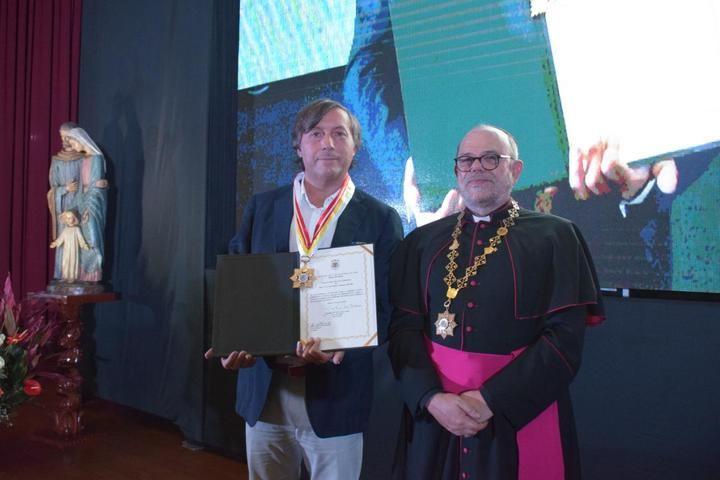 Palabras de cariño y reconocimiento al jubilarse el obispo del Callao hacia José Luis Alguacil y Juan Munguira
