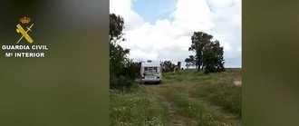 La Guardia Civil localiza a dos mujeres en una autocaravana estacionada...bajo un árbol con un nido de un águila Imperial Ibérica