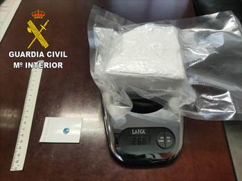 La Guardia Civil de Guadalajara detiene a una persona con una roca de cocaían de 266 gramos escondida en los amortiguadores del coche