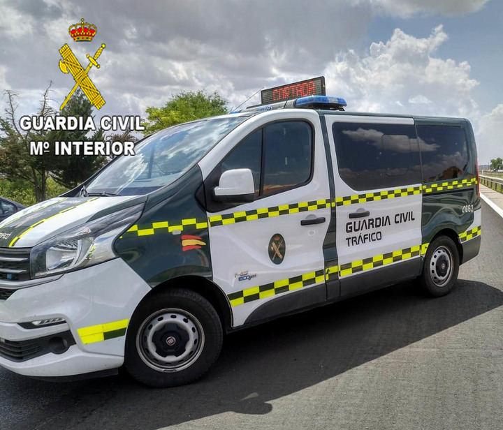 La Guardia Civil investiga a un conductor por alcoholemia positiva después de tener un siniestro vial en la Estación de Servicio de Marchamalo