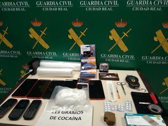 La Guardia Civil de Ciudad Real detiene a una persona por un delito de tráfico de drogas : 113 gramos de cocaína, 32.5 gr. de hachís y 25 pastillas de esteroides