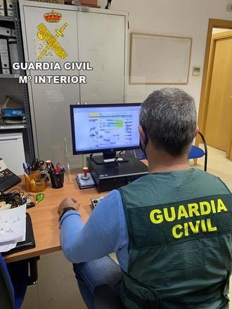 La Guardia Civil detiene a dos personas por estafa en compras por Internet en Azuqueca de Henares