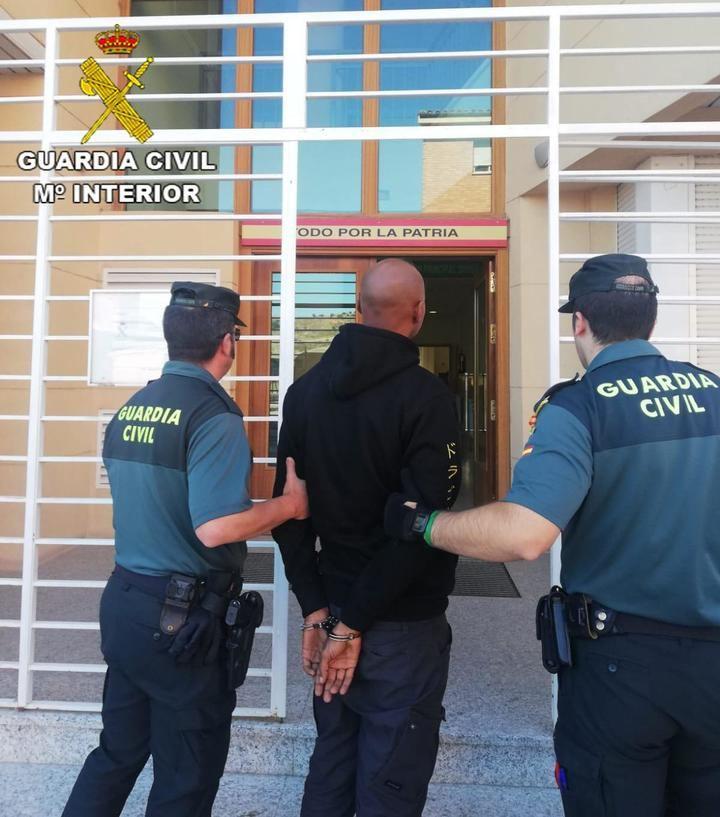 La Guardia Civil detiene a una persona en Mirabueno por tráfico de drogas