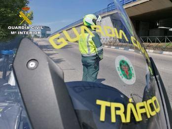 La Guardia Civil de Guadalajara investiga al conductor de un camión articulado que llevaba 4 años conduciendo con documentación falsificada