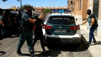 La Guardia Civil de Toledo detiene a dos personas por portar 960 plantas de marihuana y darse a la fuga de un control policial