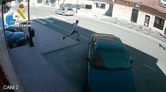 La Guardia Civil detiene a cuatro personas que se hacían pasar por revisores de luz para robar en viviendas de la comarca de Torrijos
