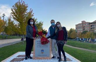 El PP rinde homenaje a las víctimas de la Covid en el monumento del parque de Adoratrices de Guadalajara