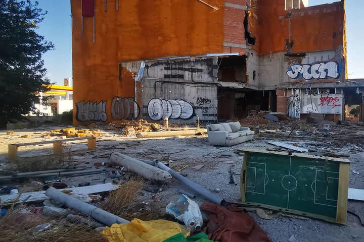 El Ayuntamiento de Azuqueca ejecutará el cerramiento parcial del hotel Amura por un importe de 16.196,95 euros