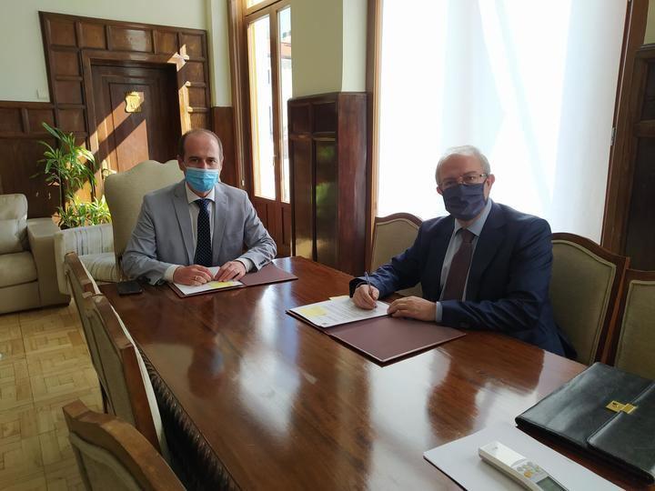 El Ayuntamiento de Guadalajara renueva con Ibercaja el convenio de colaboración que facilita los trámites de la gestión tributaria municipal