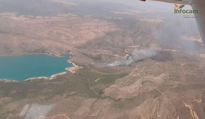 Los efectivos de la UME desplazados a Liétor se repliegan ante la positiva evolución del incendio