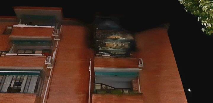 Diecisiete desalojados y ocho afectados por un incendio de madrugada de un edificio en la calle General Moscardó Guzmán de Guadalajara