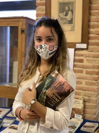 La seguntina de 16 años Irene Bodega publica su primera novela: 'La última reina'
