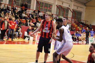 Victoria de mucho mérito del Isover Basket Azuqueca ante un gran Naútico de Tenerife