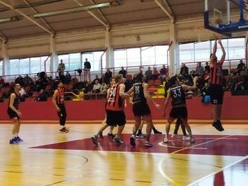 Victoria coral de un Isover Basket Azuqueca que hizo disfrutar al público de La Paz con un emocionante partido