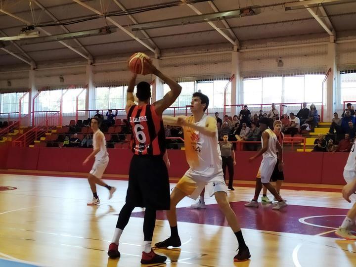 Tercera victoria consecutiva para un Isover Basket Azuqueca en racha