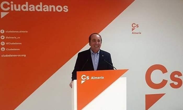 Pillan a un diputado de Ciudadanos que cobraba a pasajeros de BlaBlaCar en los viajes... que le pagaba el Parlamento andaluz