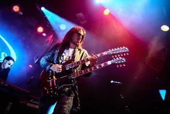 El guitarrista almonacileño y universal, Jorge Salán, presenta su rockumentary '20 años no son nada'