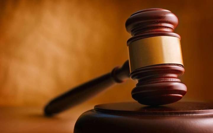 Roba el móvil a una funcionaria del Juzgado justo después comprometerse en un juicio a no delinquir durante 3 años