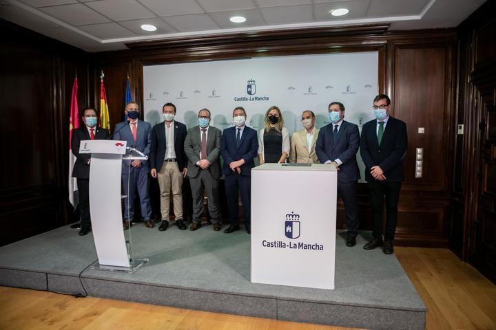 Ayuntamiento, Diputación y Junta, firman el convenio que da luz verde a la llegada de 2 millones para la recuperación del Parque de La Alameda de Sigüenza