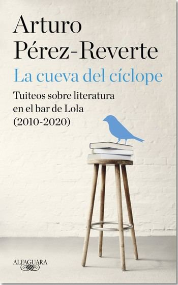 "Alfaguara publica ""La cueva de Cíclope. Tuiteos sobre literatura en el bar de Lola (2010-2020)"" de Pérez-Reverte"