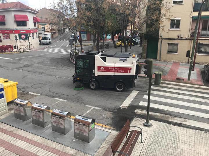 El Ayuntamiento de Azuqueca refuerza el servicio de limpieza por el coronavirus