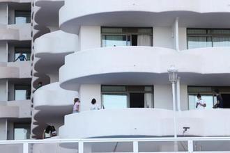 ÚLTIMA HORA : La Fiscalía RECHAZA el CONFINAMIENTO FORZOSO de los estudiantes aislados por el macrobrote de Mallorca