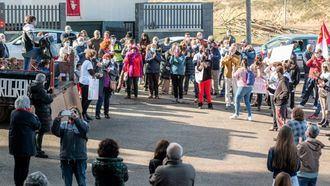Decenas de vecinos se manifiestan en Cenizate para rechazar la instalación de MACROGRANJAS