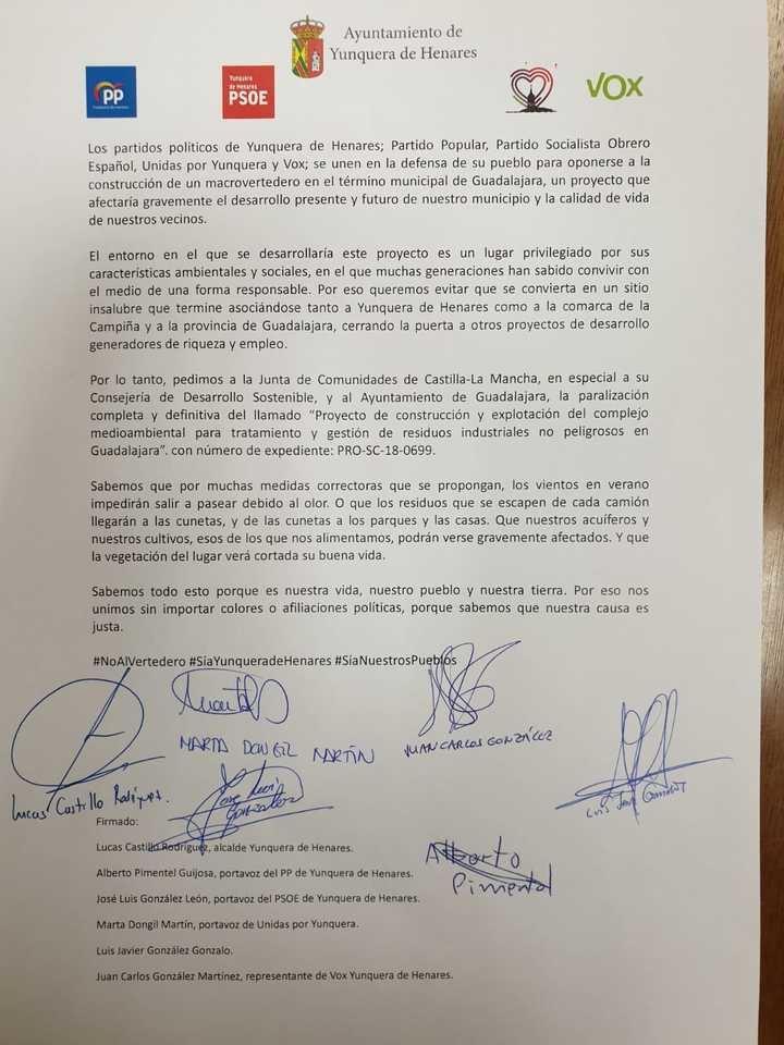 Todos los representantes políticos de Yunquera de Henares firman un documento contra el proyecto del Macrovertedero en Guadalajara